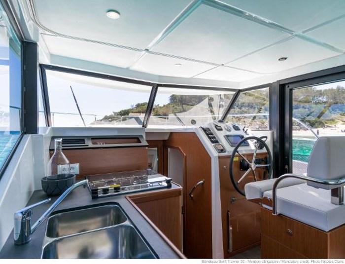 2019 Beneteau Swift Trawler 30 Photo 15 of 34