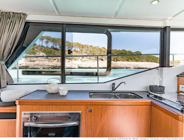 2019 Beneteau Swift Trawler 30 Photo 16 of 34