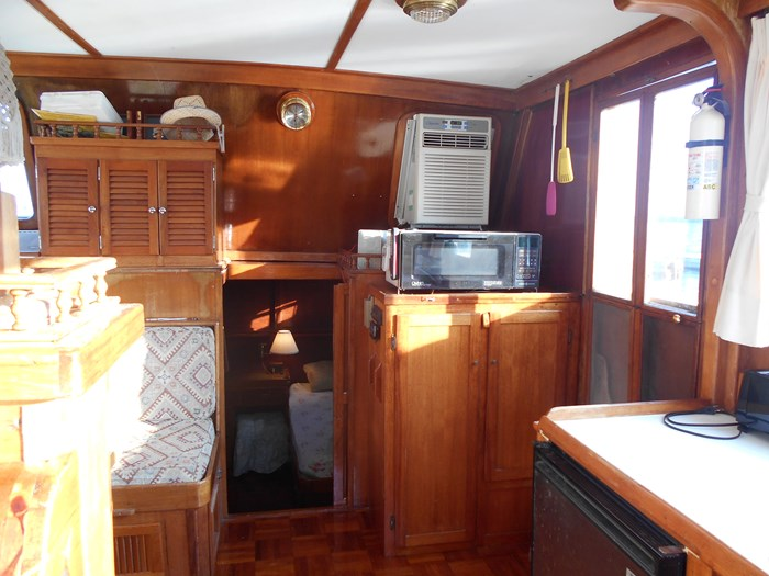 1979 Marine Trader Aft Cabin Photo 7 of 25