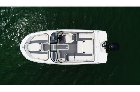 2019 Bayliner VR4 Bowrider Outboard Photo 10 sur 37