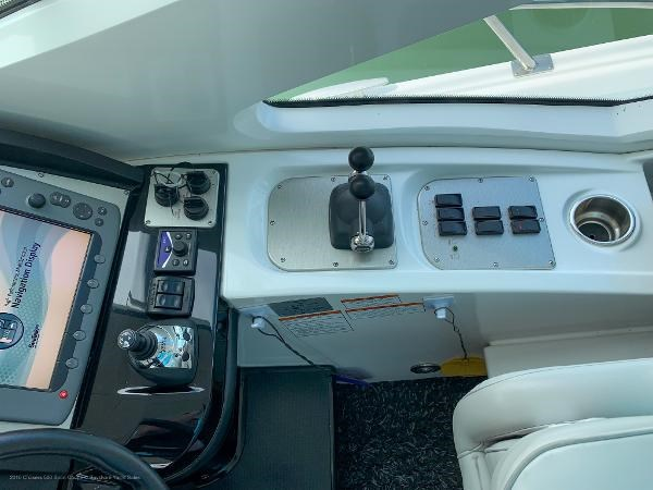 2010 Cruisers Yachts 520 Sports Coupe Photo 15 sur 63