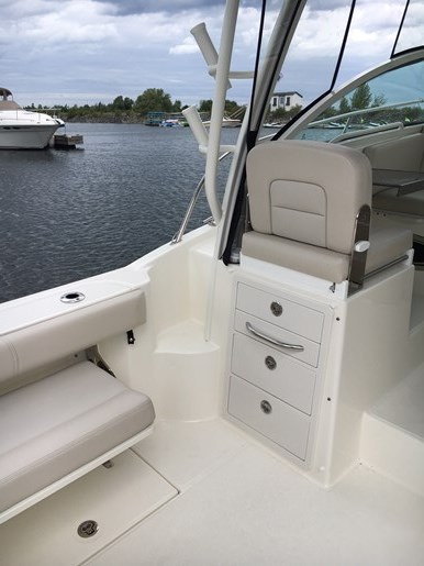 2019 Boston Whaler 285 Conquest Photo 9 of 14