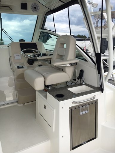 2019 Boston Whaler 285 Conquest Photo 5 of 14