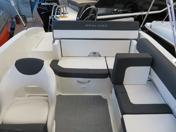 2019 Bayliner DX2000 Photo 8 sur 9