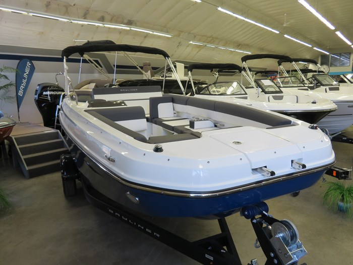 2019 Bayliner DX2000 Photo 2 sur 9