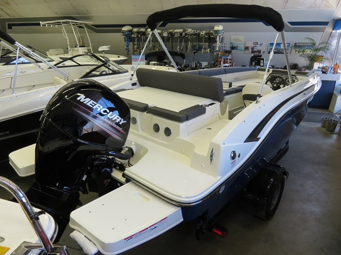 2019 Bayliner DX2000 Photo 3 sur 9