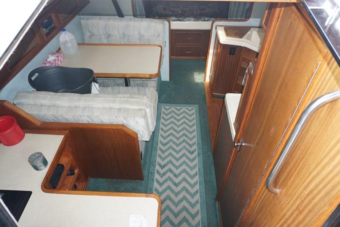 1987 Sea Ray 340 Photo 11 of 33