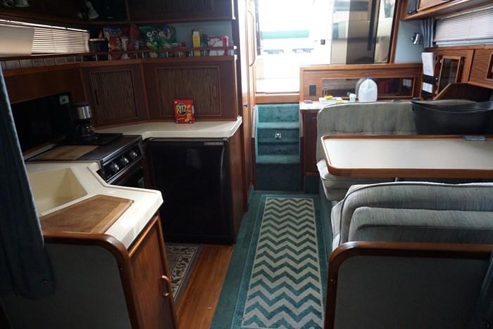 1987 Sea Ray 340 Photo 21 of 33