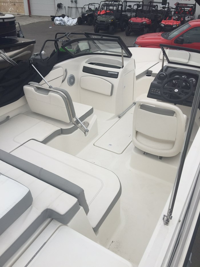 2016 Bayliner VR5 Photo 3 of 6