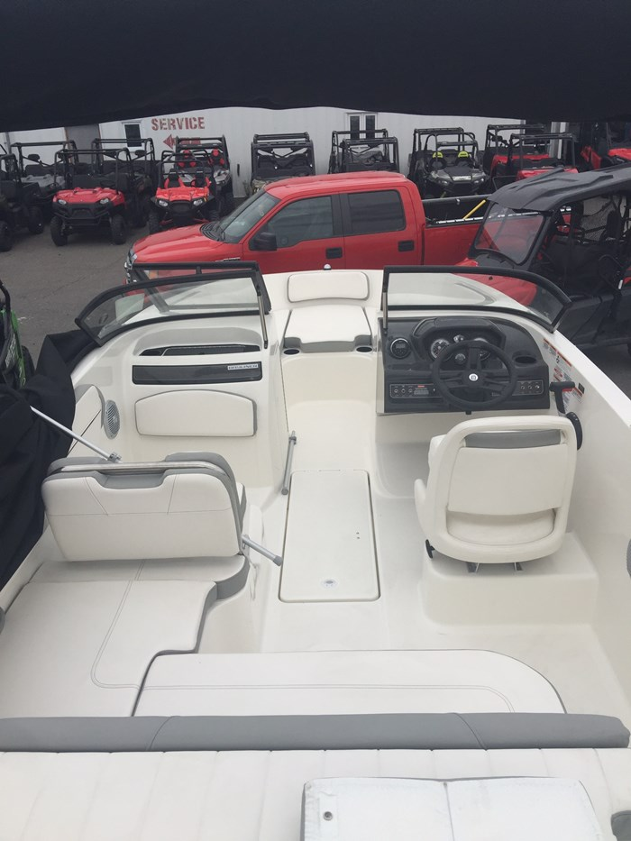 2016 Bayliner VR5 Photo 4 of 6