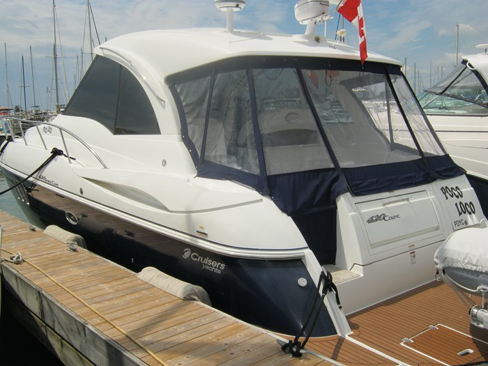 2009 Cruisers Yachts 420 sport coupe Photo 1 sur 27