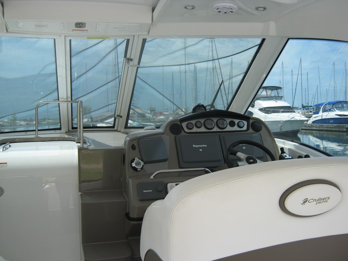 2009 Cruisers Yachts 420 sport coupe Photo 4 sur 27