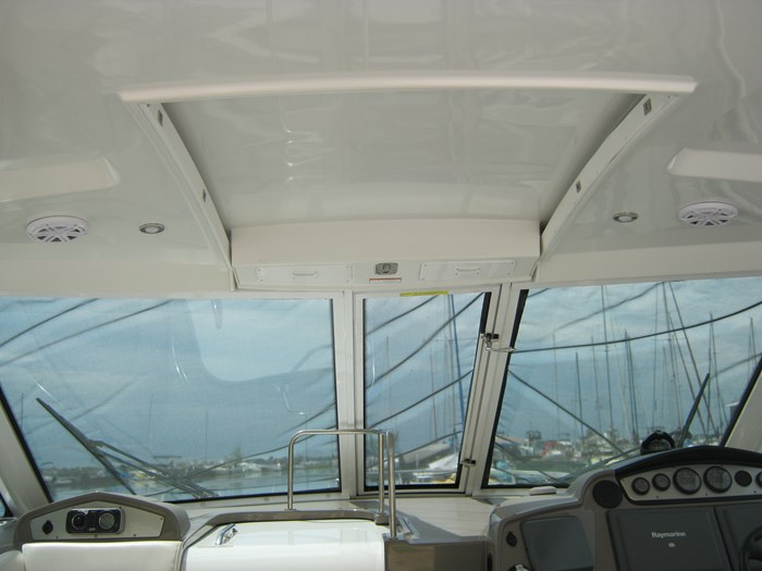 2009 Cruisers Yachts 420 sport coupe Photo 5 sur 27
