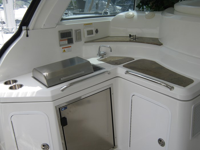 2009 Cruisers Yachts 420 sport coupe Photo 6 sur 27
