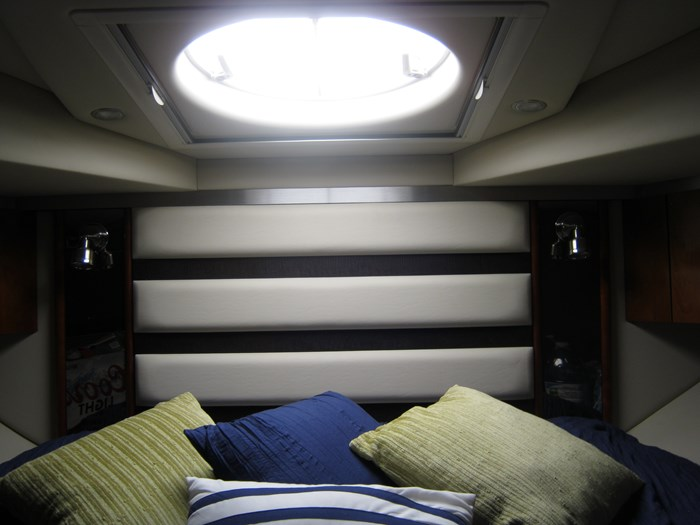 2009 Cruisers Yachts 420 sport coupe Photo 21 sur 27
