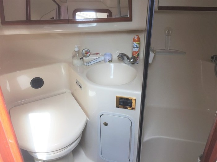 1998 Sea Ray 420 Aft Cabin Photo 19 of 25