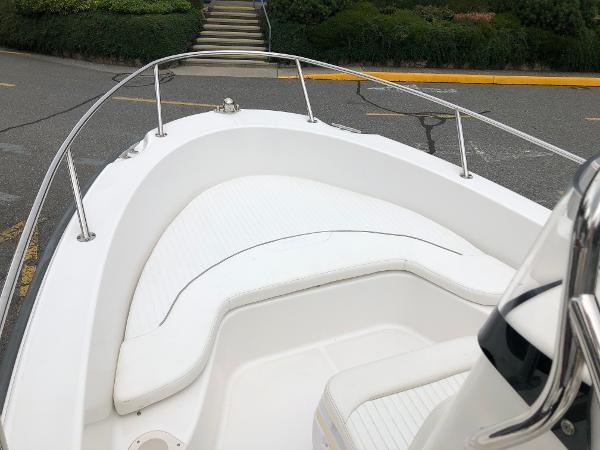 2006 Boston Whaler 190 Outrage Photo 10 sur 22