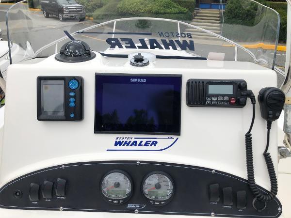 2006 Boston Whaler 190 Outrage Photo 12 sur 22