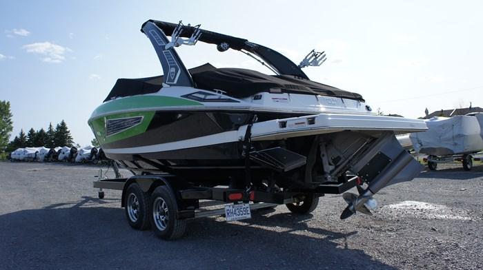 2017 Regal 2300 SURF VOLVO 300 Photo 3 sur 11