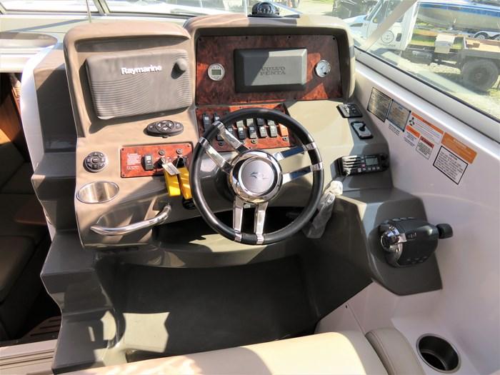 2014 Rinker 310 Express cruiser Photo 7 of 20