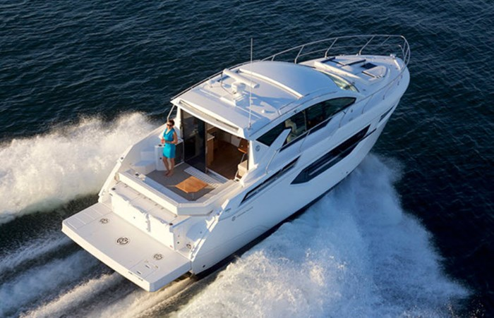 2019 Cruisers Yachts Cantius 42 Photo 10 of 11