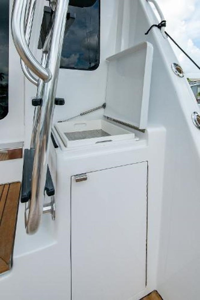 2006 Hatteras 64 Convertible Photo 16 of 71