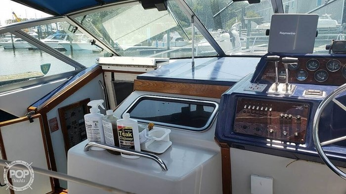1988 Sea Ray 340 Express Cruiser Photo 16 of 20