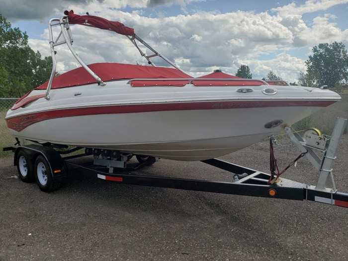 2011 Crownline BOWRIDER 21 SS Photo 3 of 20