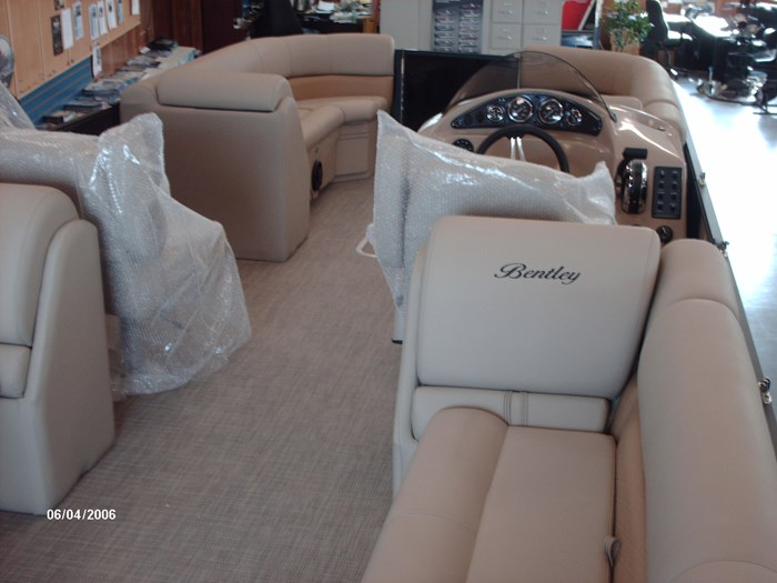 2019 Bentley Navigator Photo 7 of 7