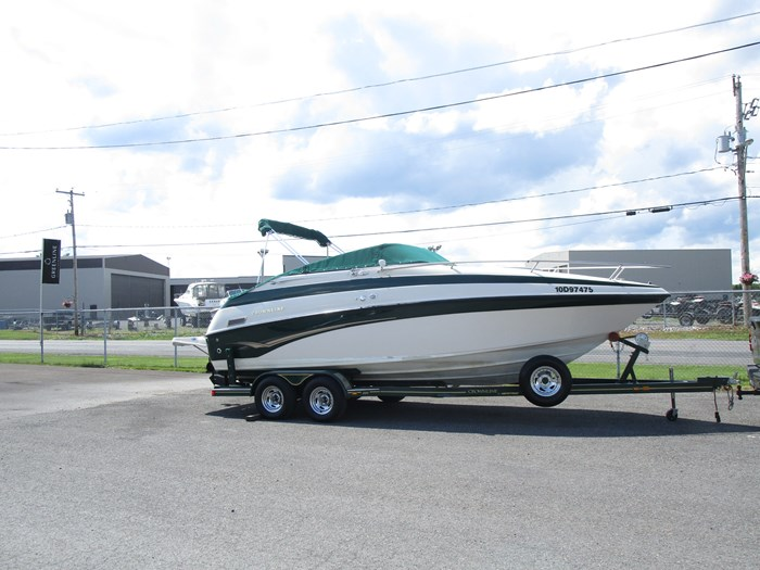 2001 CROWNLINE 230CCR Photo 2 of 17