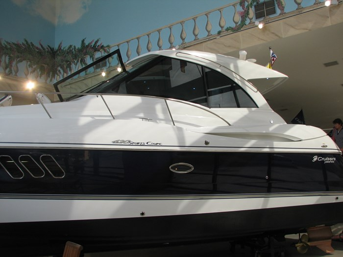 2009 Cruisers Yachts 4250 Sport Coupe Photo 1 of 14