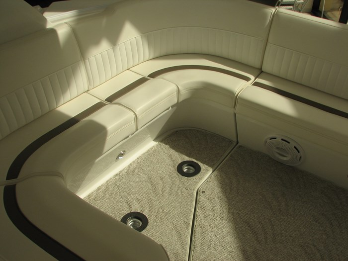 2009 Cruisers Yachts 4250 Sport Coupe Photo 5 of 14