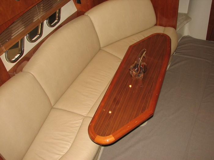 2009 Cruisers Yachts 4250 Sport Coupe Photo 7 of 14