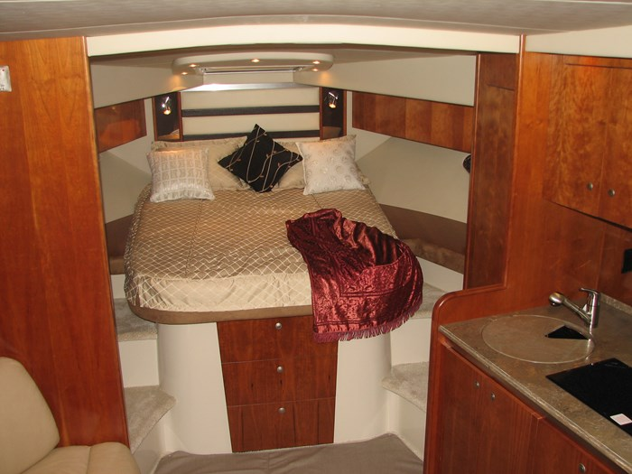 2009 Cruisers Yachts 4250 Sport Coupe Photo 8 of 14