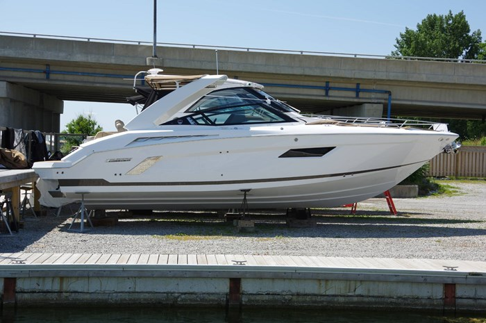 2016 Cruisers Yachts 328/338 SS Photo 1 sur 34