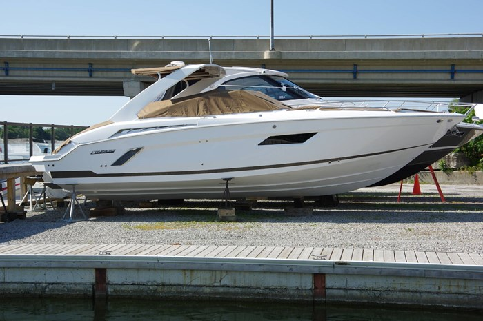 2016 Cruisers Yachts 328/338 SS Photo 2 sur 34
