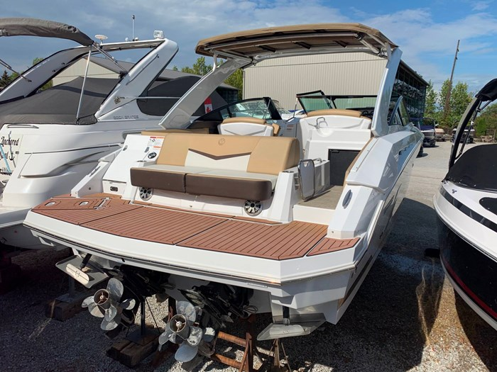 2016 Cruisers Yachts 328/338 SS Photo 6 sur 34