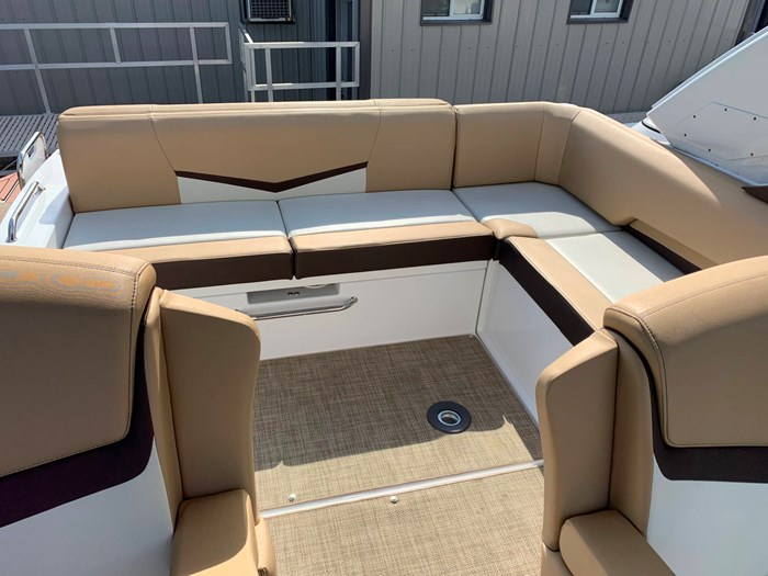 2016 Cruisers Yachts 328/338 SS Photo 9 sur 34