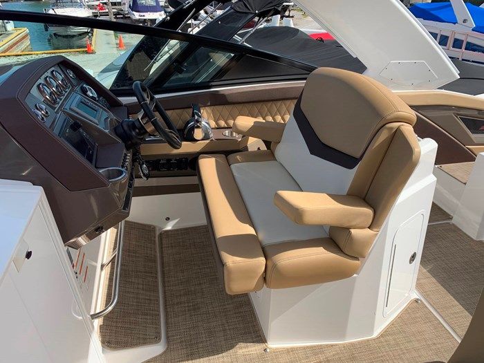 2016 Cruisers Yachts 328/338 SS Photo 10 sur 34