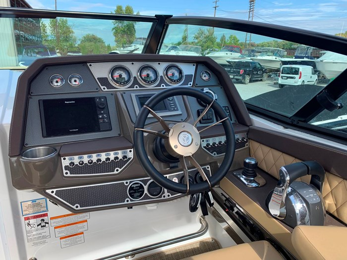 2016 Cruisers Yachts 328/338 SS Photo 11 sur 34