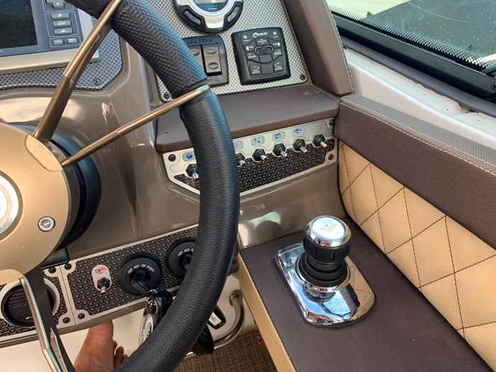 2016 Cruisers Yachts 328/338 SS Photo 12 sur 34