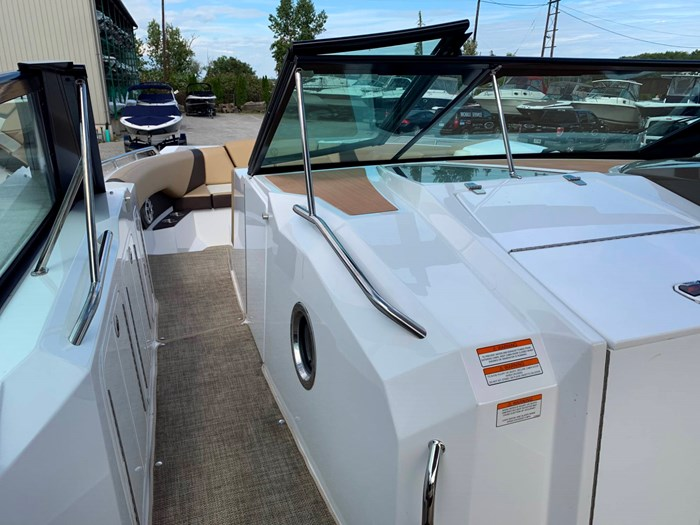 2016 Cruisers Yachts 328/338 SS Photo 15 sur 34