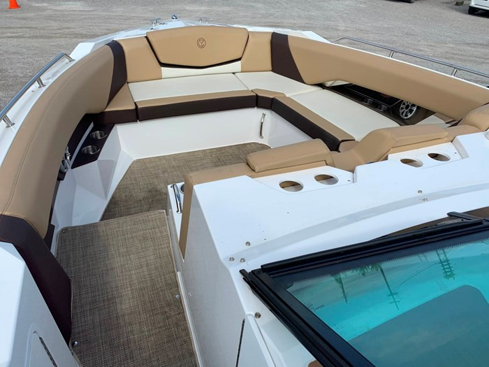 2016 Cruisers Yachts 328/338 SS Photo 16 sur 34