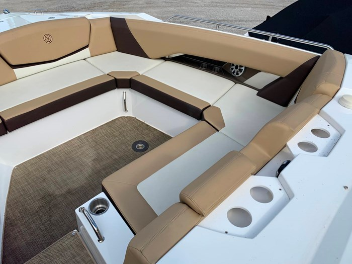 2016 Cruisers Yachts 328/338 SS Photo 17 sur 34