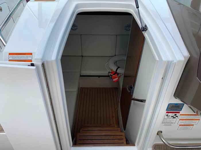 2016 Cruisers Yachts 328/338 SS Photo 22 sur 34