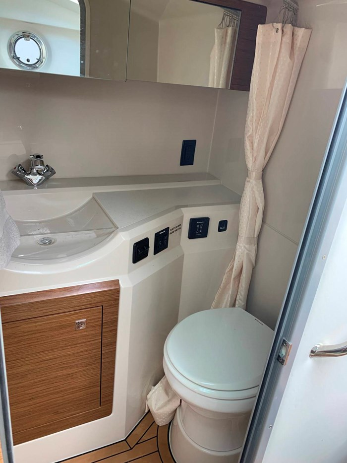 2016 Cruisers Yachts 328/338 SS Photo 28 sur 34