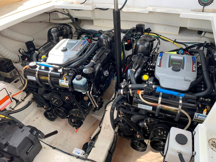 2016 Cruisers Yachts 328/338 SS Photo 29 sur 34
