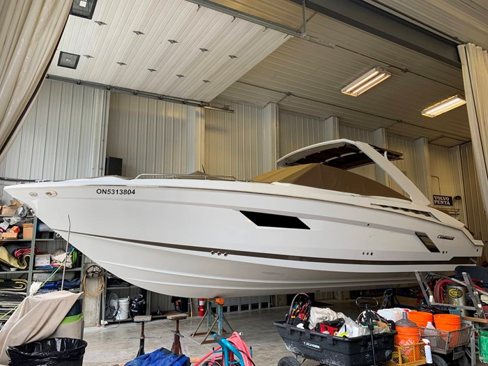 2016 Cruisers Yachts 328/338 SS Photo 31 sur 34