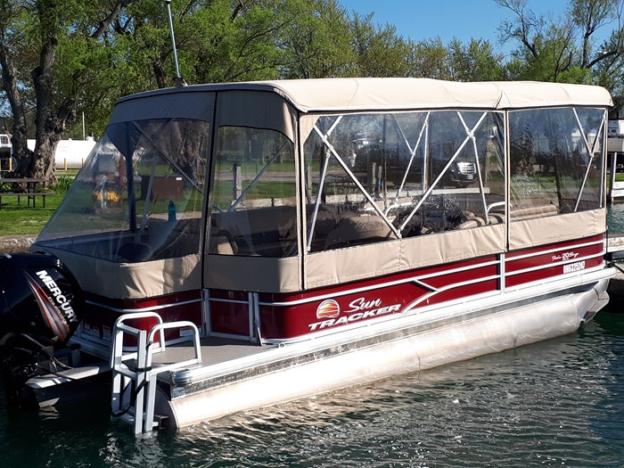 2018 Sun Tracker Fishin Barge 20 DLX Photo 2 of 24