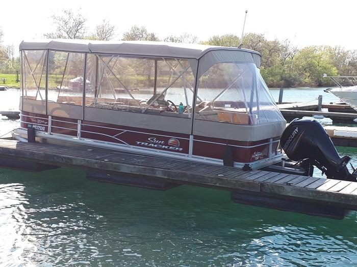 2018 Sun Tracker Fishin Barge 20 DLX Photo 3 of 24